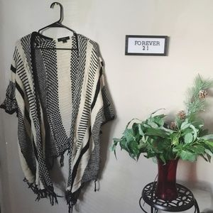 Forever 21  Cardigan Shaw Black and White Frayed M